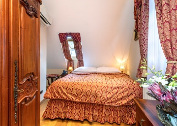 Single is a comfortable room for one with a huge 170x200 bed in the heart of Prague.